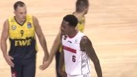 这是什么情况?布鲁克斯脚下打滑不慎跌倒令人担忧 2019中欧篮球广东VS德国奥尔登堡 1