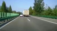 开大车真不要脸,这位大众司机估计被大车吓坏了