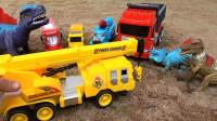 亮亮玩具恐龙和汽车帮助工程车和货车,婴幼儿宝宝玩具过家家游戏视频H492
