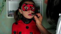 国外时尚美妆:女孩瓢虫少女脸妆,这小表情是看到什么了