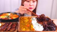 韩国大胃王小姐姐,吃一大桌子的美食,网友:这一个人能吃完吗