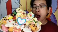 眼镜哥吃趣味棉花糖,甜甜圈南瓜灯多种造型,香甜软绵味道好