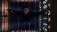 碟中谍:阿汤哥自信一跃,从直升机跳下楼里,时机把握的刚刚好
