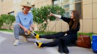 老婆脚疼不想走路,老公自制塑料鞋,太有才了