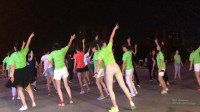 自由动感32步广场舞《嘿呀嘿神版》一群大妈放飞自我好投入