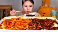 大胃王卡妹吃两种口味年糕,大口咀嚼停不下来,真佩服她的胃口!