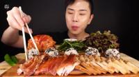 韩国大胃王吃猪蹄肉,配上饭团和泡菜往嘴里塞,全程嘴巴停不下!