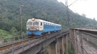 (成昆铁路)韶山4型电力机车0320单机下行方向通过沙湾大桥