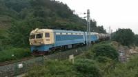 (成昆铁路)韶山4型电力机车0209牵引货列下行方向驶向沙湾站