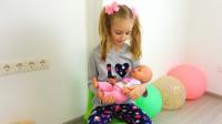 萌娃小可愛照顧玩偶寶寶們睡午覺,其中一個小家伙總是哭鬧,萌娃:你可真不讓人省心呀!