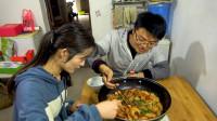 媳妇想吃虾,大sao买四斤食材做焖锅,配上最后的烩面,吃的实在