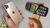 诺基亚3310砸iPhone 11 Pro,哪部手机最先损坏?一起来见识下!