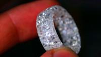将钻石用环氧树脂包裹,打磨出一枚戒指,女朋友会喜欢吗