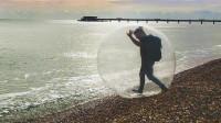 坐在悠波球里面也能漂洋过海?老外作死实验,镜头拍下全过程