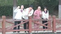 学霸王小九:老师带学生去公园喂鱼,王小九却喂鱼喝奶茶,太逗了