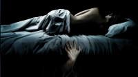 女主床下每晚都有個男人!看完這電影后再不敢一個人睡了!