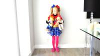 萌娃小可愛變身成為超級英雄,幫助了遇到困難的玩偶寶寶們,小家伙真是棒棒噠!