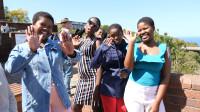 非洲景点遇见南非高中生,热情的打招呼