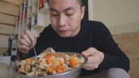 老汉第一次戴眼镜,李涛娃做了香肠香菇焖饭,香菇配腊肉安逸得很