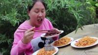 胖妹挑战4种口味火鸡面,1人吃4包,嘴都辣红了,这顿吃过瘾了