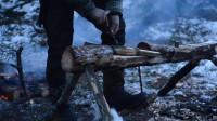 丛林之旅。木雕、烹调肉。永久a形架露营系列