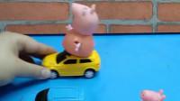 宝宝喜欢玩玩具:乔治还没上车呢
