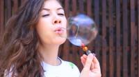 如果宇宙是一个肥皂泡,那么它会不断地膨胀碎裂,再产生新的泡泡