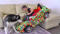 熊孩子的限量版玩具糖果车真是太漂亮了! —萌娃 汪星人你住嘴! 不准舔哟!