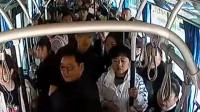 因纠纷公交被出租拦截 乘客怂恿公交司机怼出租 司机真撞了!