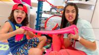 萌宝儿童玩具游戏:小萝莉和小正太怎么在抢史莱姆和汽车玩具?结果玩具车为何不见了?