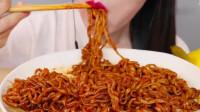 动手吃美食:吃美味香辣面条