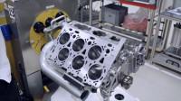 实拍宾利W12发动机组装过程,看起来就很贵的样子