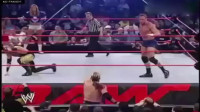 WWE比赛:美女被欺辱,队友却只能眼睁睁的看着!
