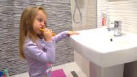 萌娃小可爱起床后记得要先刷牙哟!小家伙真是萌萌哒!—萌娃:洗刷刷,洗刷刷!