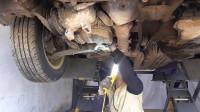 发动机大修,看如何拆压缩机和助力泵,让它与发动机分开来