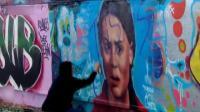 """加拿大抗议者涂鸦瑞典环保少女壁画""""说谎!这是石油国家"""""""