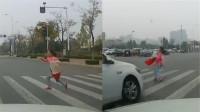【山东】20岁男子驾车闯红灯撞飞9岁女生 监控拍下恐怖瞬间