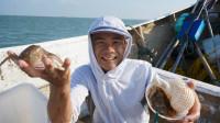 阿烽开始抓小章鱼了,季节对了太好抓了,几十个海螺下水个个有货