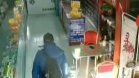 监拍!吉林一男子进药店假借买药,用手套做掩护顺走店主手机
