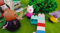小猪佩奇玩具,用积木给佩奇做了好玩的玩具