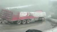 转弯能把大货车开成这样,司机是3000一月请的吧!
