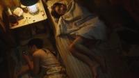"""小伙把床让给妹子睡,不料隔壁房间却传来""""动静"""",气氛突然尴尬"""