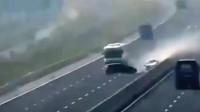 高速上发生惨烈车祸,交警回看监控愤怒了!