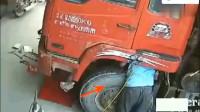 监控:男子正在修补轮胎,突然一声巨响,全尸也没有留下!