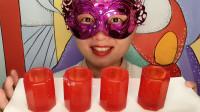 """小姐姐吃""""杯子橡皮糖"""",红色杯状能装水,Q弹厚实酸甜美味"""