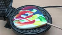 当心形棒棒糖遇到电饼铛会怎样?看到糖的惨状,你还能吃下去吗?