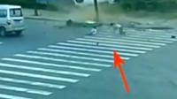 灵异事件:车祸现场凭空出现一对母女,看监控之后吓一跳