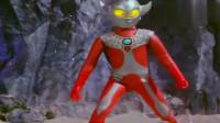 奥特曼:小泰罗从空中摔了下来,却被小怪兽嘲笑,太可爱了!