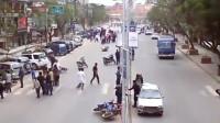 大街上突然乱了起来,要不是监控,都不知道发生了什么!