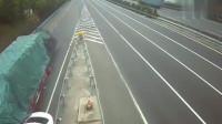 监控:宝马女司机高速口作死,5秒后,画面太惨烈
